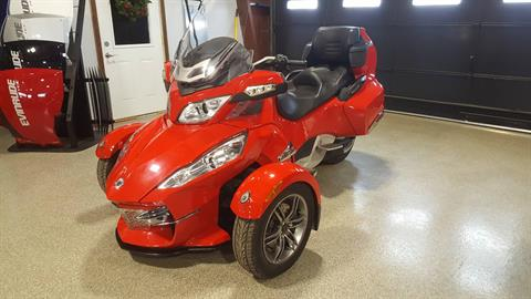 2012 Can-Am Spyder® RT-S SE5 in Roscoe, Illinois