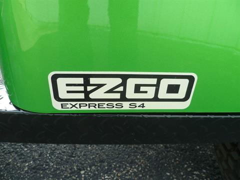2017 E-Z-Go Personal Express S4 Gas in Union Grove, Wisconsin