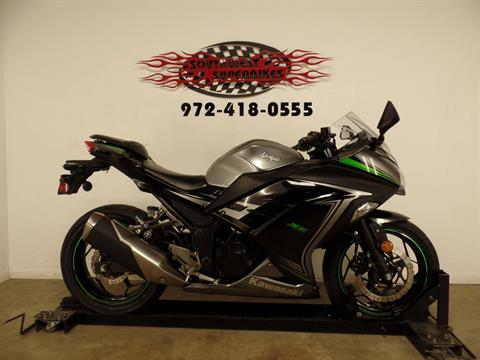 2015 Kawasaki Ninja® 300 SE in Dallas, Texas