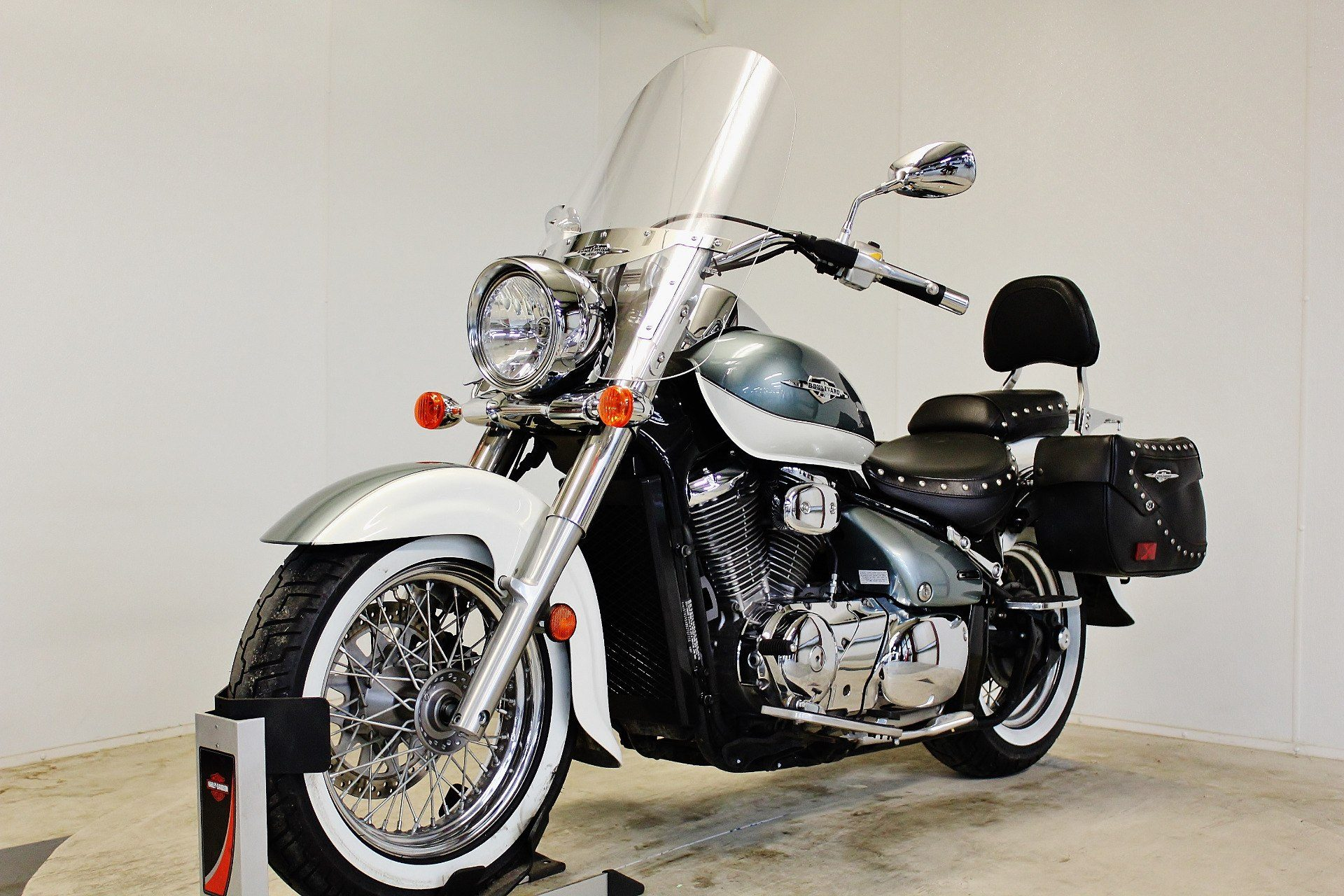2011 Suzuki Boulevard C50T in Pittsfield, Massachusetts