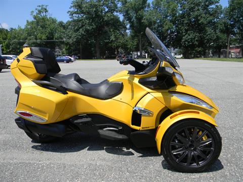 2013 Can-Am Spyder® RT-S SE5 in Springfield, Massachusetts