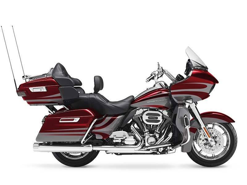2016 Harley-Davidson CVO™ Road Glide™ Ultra in Medford, Oregon