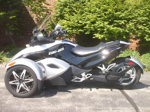 2009 Can-Am Spyder™ GS Roadster with SM5 Transmission (manual) in Mukwonago, Wisconsin
