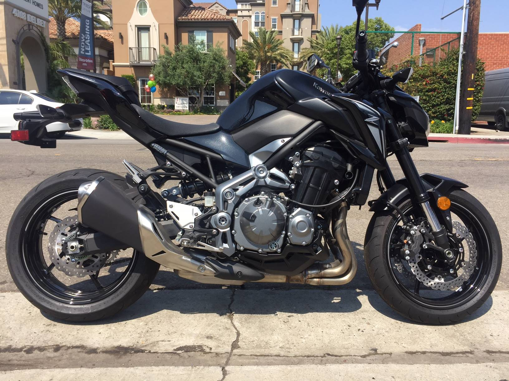 2017 Kawasaki Z900 ABS in Marina Del Rey, California