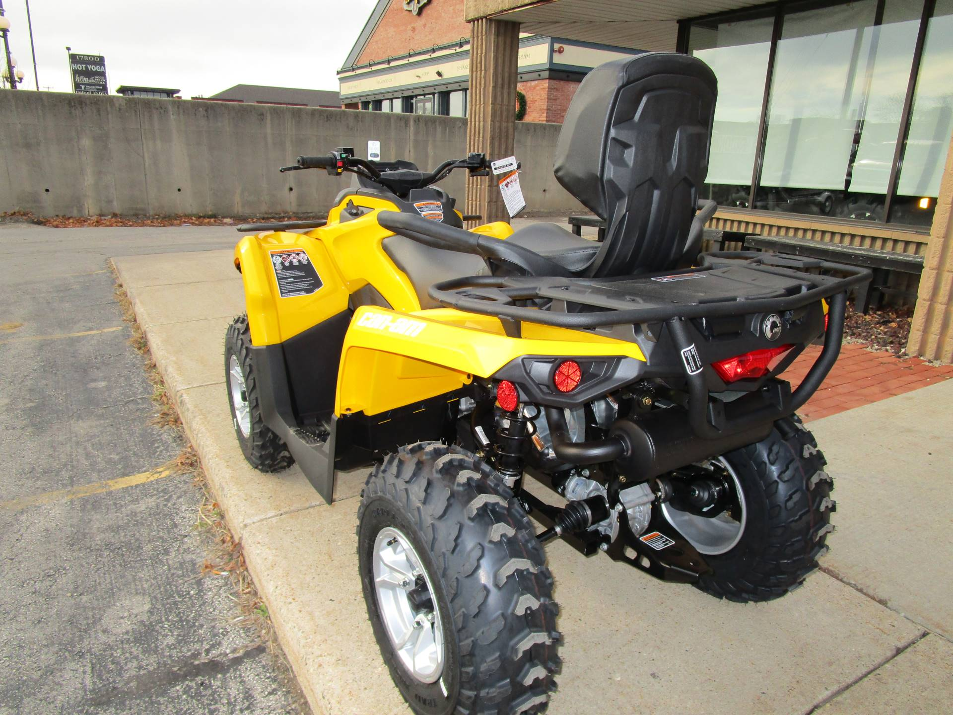 new 2017 can am outlander max dps 570 atvs in brookfield wi. Black Bedroom Furniture Sets. Home Design Ideas