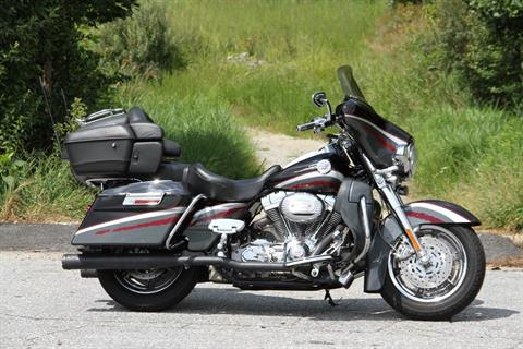 2006 Harley-Davidson CVO™ Screamin' Eagle® Ultra Classic® Electra Glide® in Hendersonville, North Carolina
