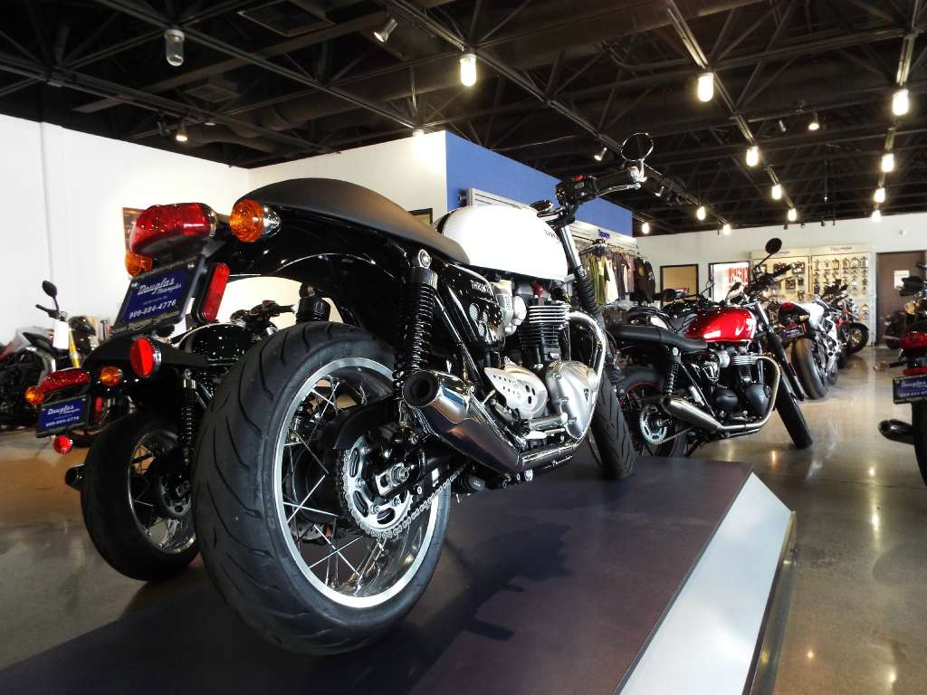2016 Triumph Thruxton 1200 in San Bernardino, California