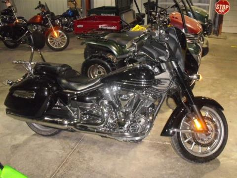 2010 Yamaha Stratoliner Deluxe in Highland, Illinois