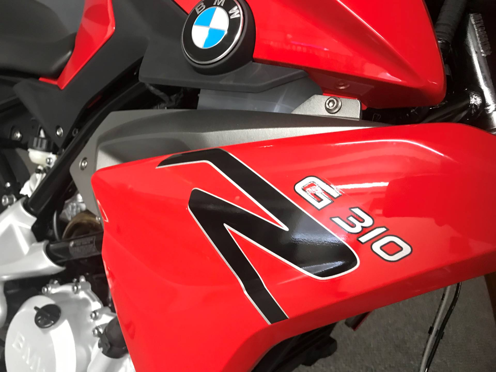 2019 BMW G 310 R in Iowa City, Iowa - Photo 2
