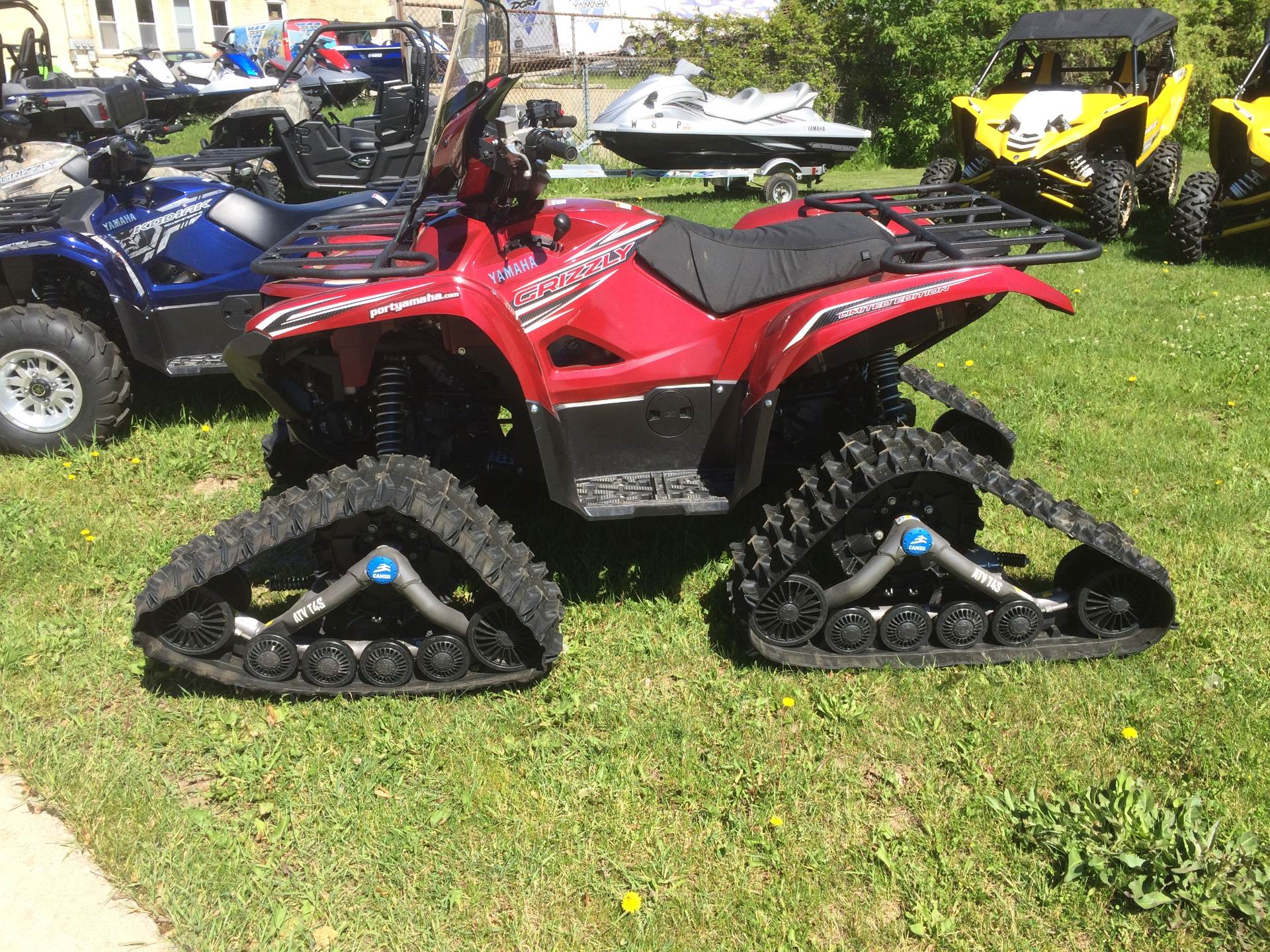 2016 Yamaha Grizzly EPS LE in Port Washington, Wisconsin