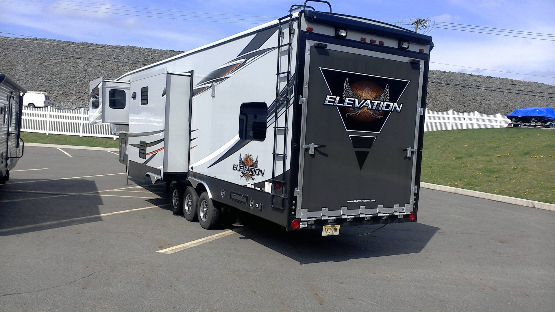 2014 ELEVATION TOY HAULER in Honesdale, Pennsylvania