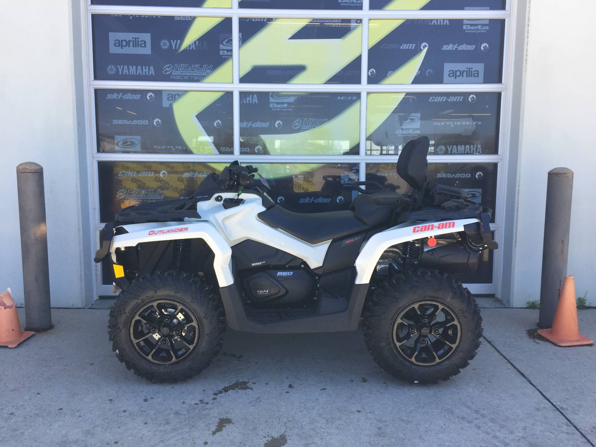 2017 Can-Am Outlander MAX XT 850 in Grimes, Iowa