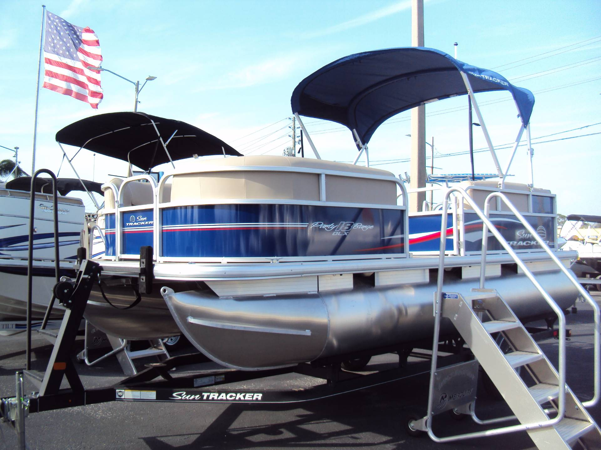 2017 Sun Tracker Party Barge 18 DLX in Holiday, Florida