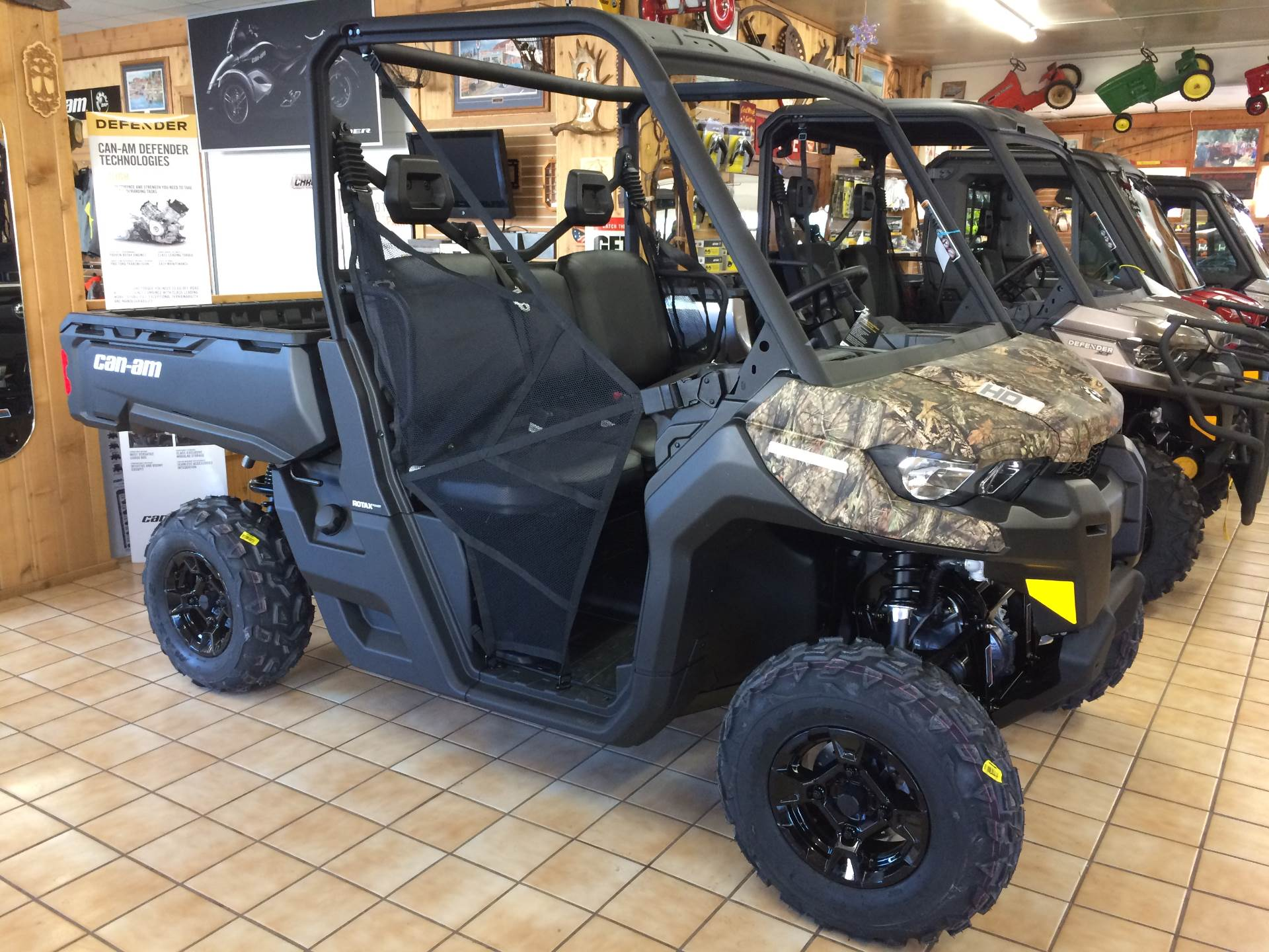 2017 Can-Am DEFENDER SSV DPS HD5 BC in Alexandria, Minnesota