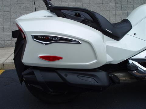 2016 Can-Am Spyder F3 Limited in Monroe, Michigan