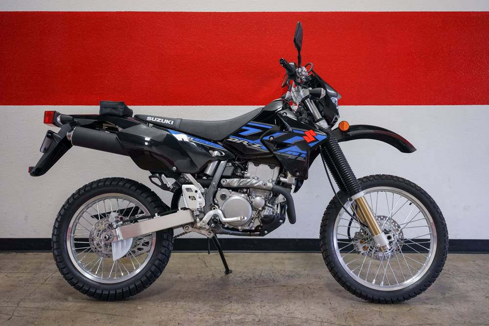 The 2017 DR-Z400S is ideal for taking a ride down your favorite off-road trail or ribbon of asphal