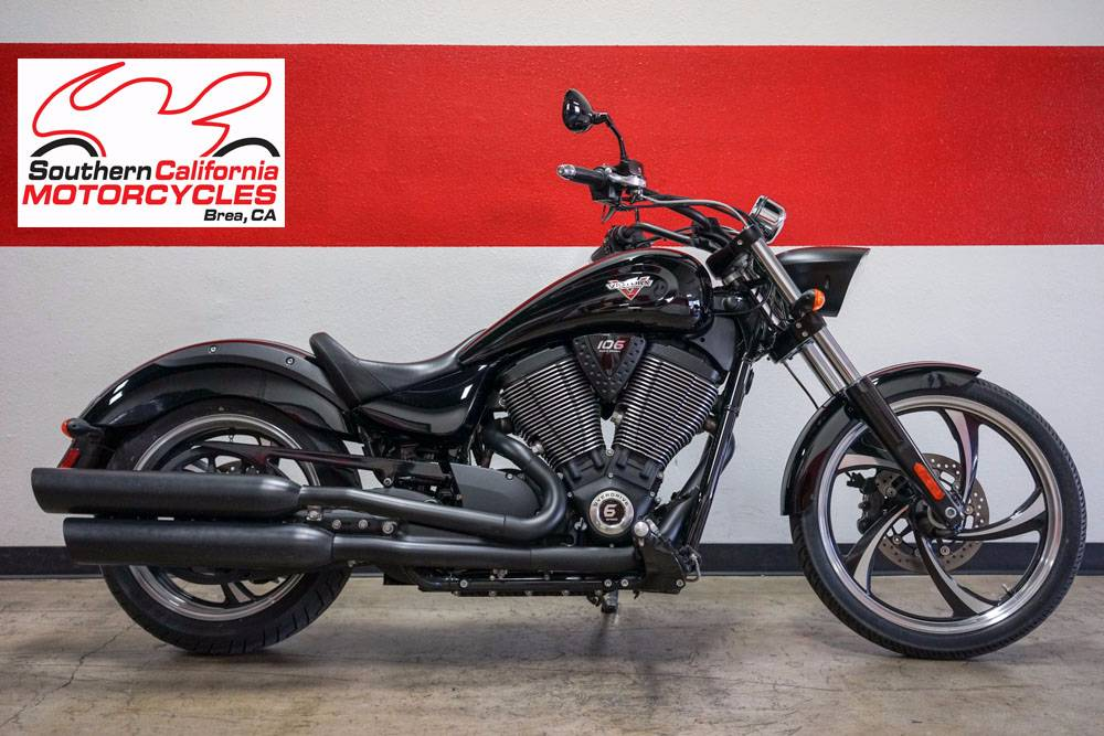The most popular custom cruiser in Victory history gets the blacked-out treatment that makes it a