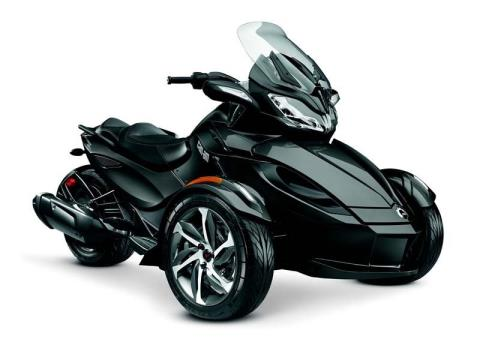 2014 Can-Am Spyder® ST-S SE5 in Dickinson, North Dakota