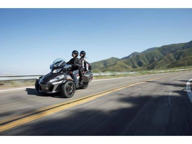 2015 Can-Am Spyder® RT-S Special Series SE6 in Keokuk, Iowa