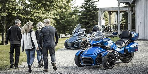 2018 Can-Am Spyder RT Limited in Dickinson, North Dakota