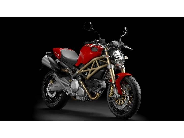 2014 Ducati Monster 696 in Medford, Massachusetts