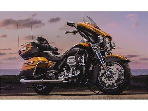 2015 Harley-Davidson CVO™ Limited in Mankato, Minnesota
