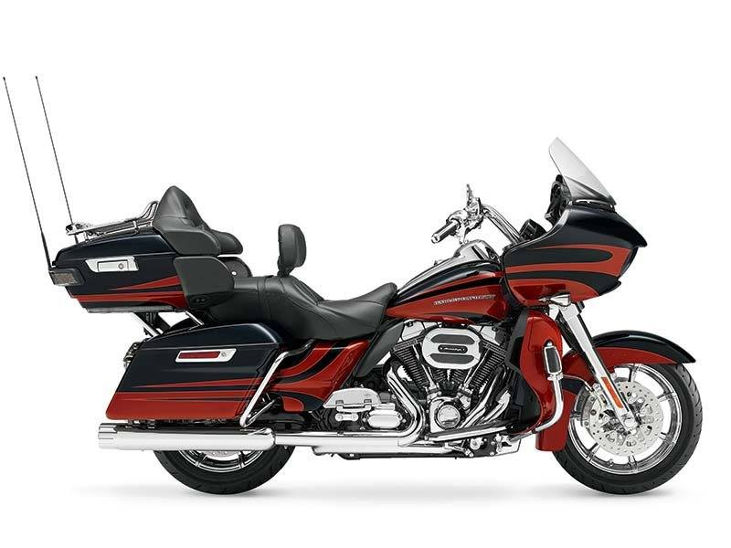 2015 Harley-Davidson CVO™ Road Glide® Ultra in Traverse City, Michigan