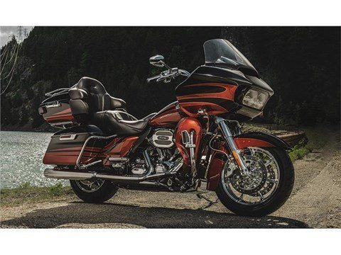 2015 Harley-Davidson CVO™ Road Glide® Ultra in Broadalbin, New York