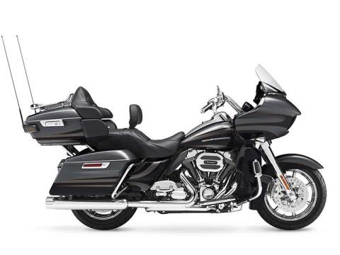 2016 Harley-Davidson CVO™ Road Glide™ Ultra in Pittsfield, Massachusetts