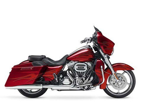 2016 Harley-Davidson CVO™ Street Glide® in Pittsfield, Massachusetts