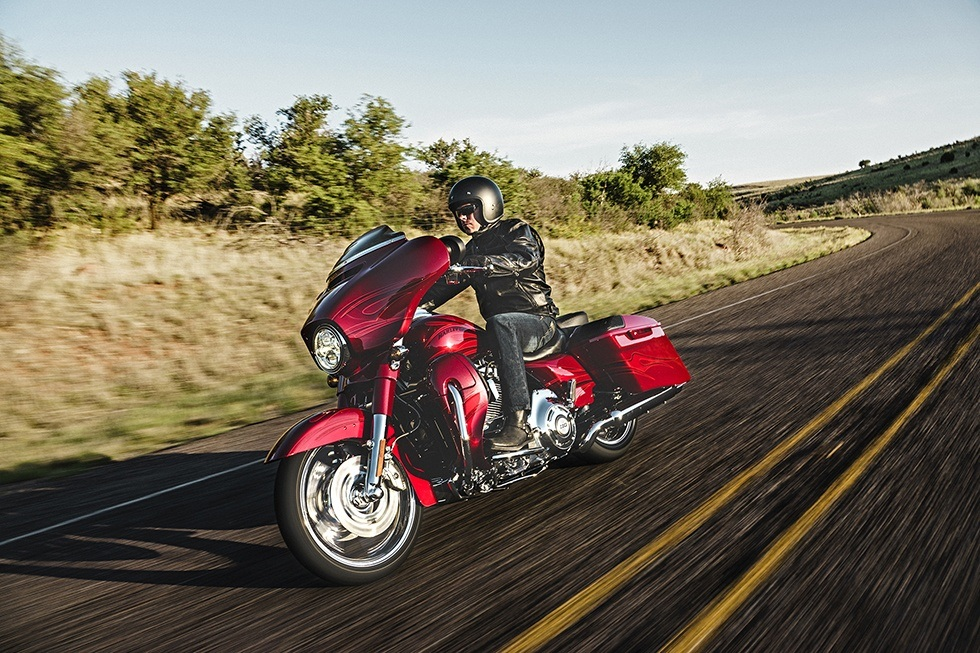 2016 Harley-Davidson CVO™ Street Glide® in Johnstown, Pennsylvania