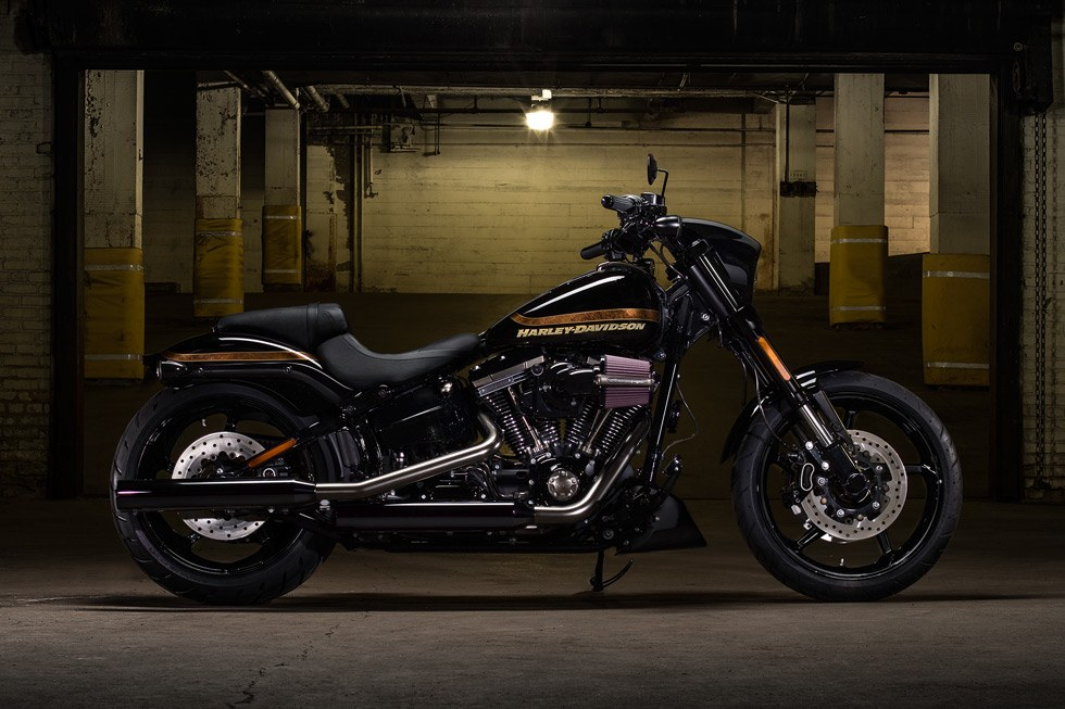 2017 Harley-Davidson CVO™ Pro Street Breakout® in Fort Wayne, Indiana