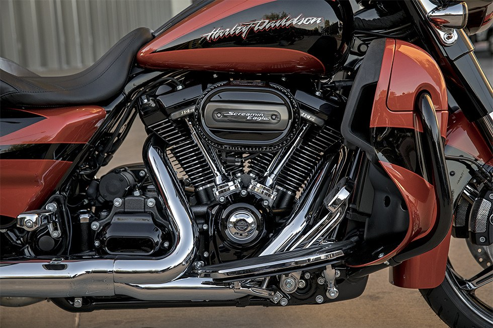 2017 Harley-Davidson CVO™ Street Glide® in Traverse City, Michigan