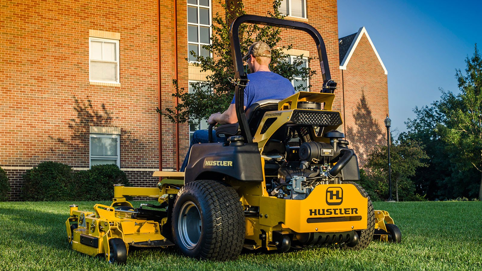 2017 Hustler Turf Equipment Super 104 Vanguard EFI in Greenville, North Carolina