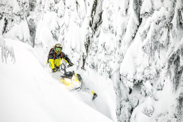 2018 Ski-Doo Summit SP 146 850 E-TEC ES in Bemidji, Minnesota