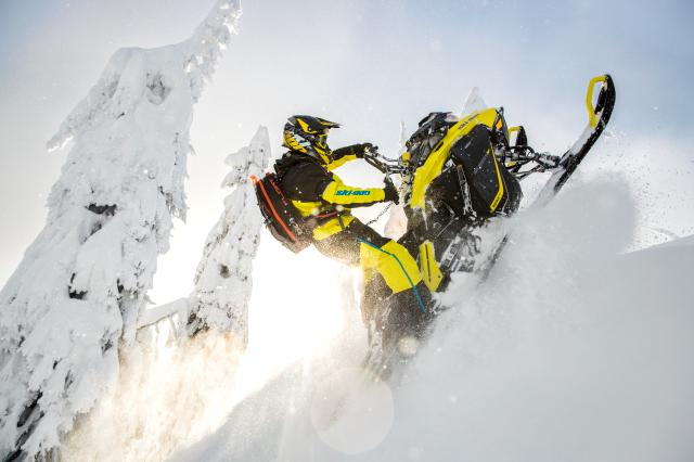 2018 Ski-Doo Summit SP 165 850 E-TEC SS, PowderMax Light 3.0 in Presque Isle, Maine