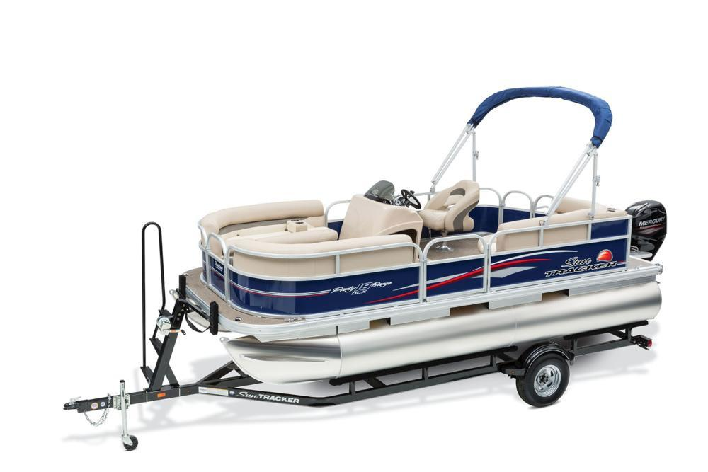 2016 Sun Tracker Party Barge 18 DLX in Appleton, Wisconsin