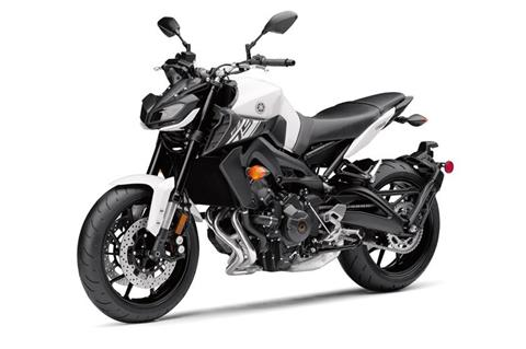 2017 Yamaha FZ-09 in Phillipston, Massachusetts