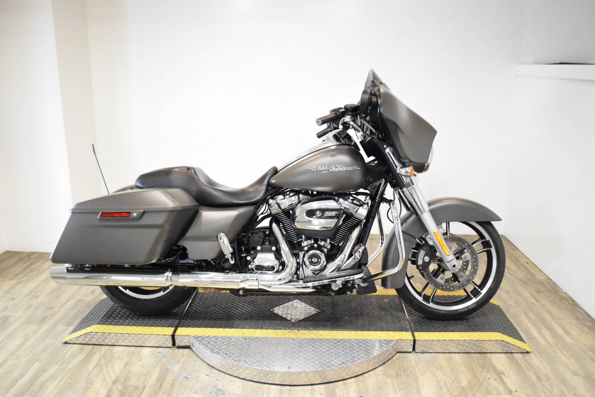 2018 Harley-Davidson Street Glide® in Wauconda, Illinois - Photo 1