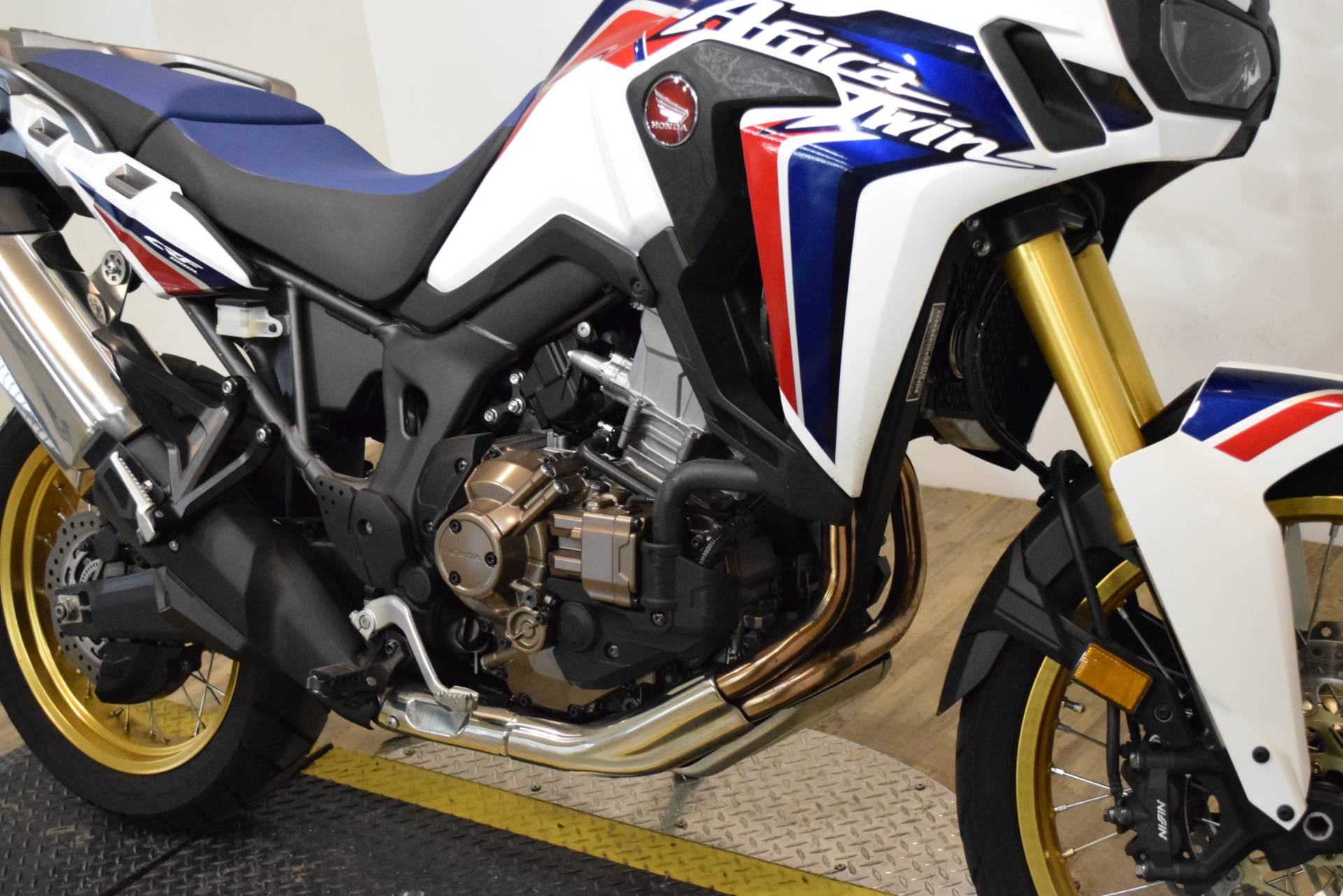 2017 Honda Africa Twin DCT in Wauconda, Illinois - Photo 4