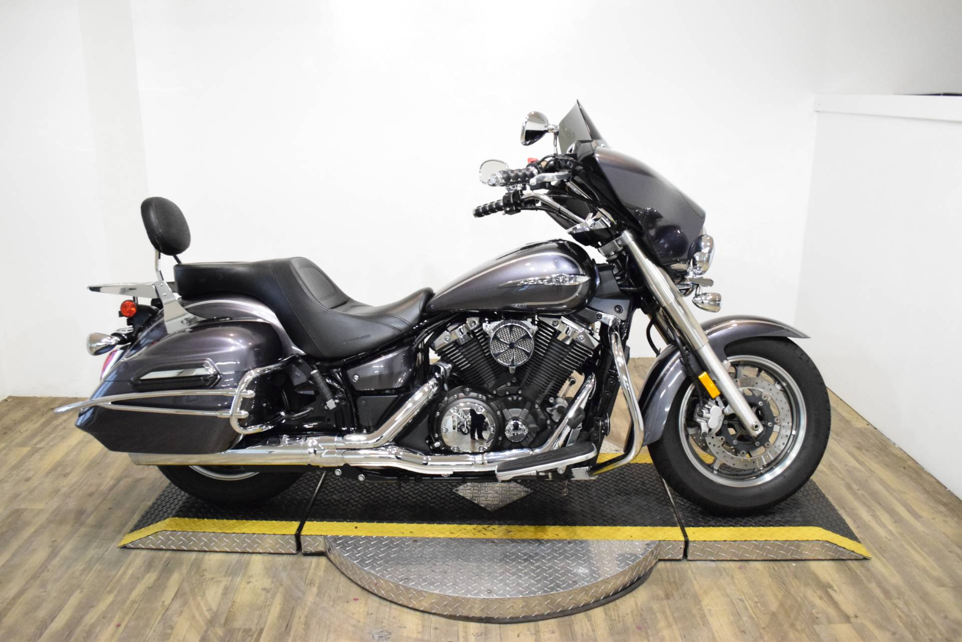 2014 Yamaha V Star 1300 Deluxe in Wauconda, Illinois - Photo 1