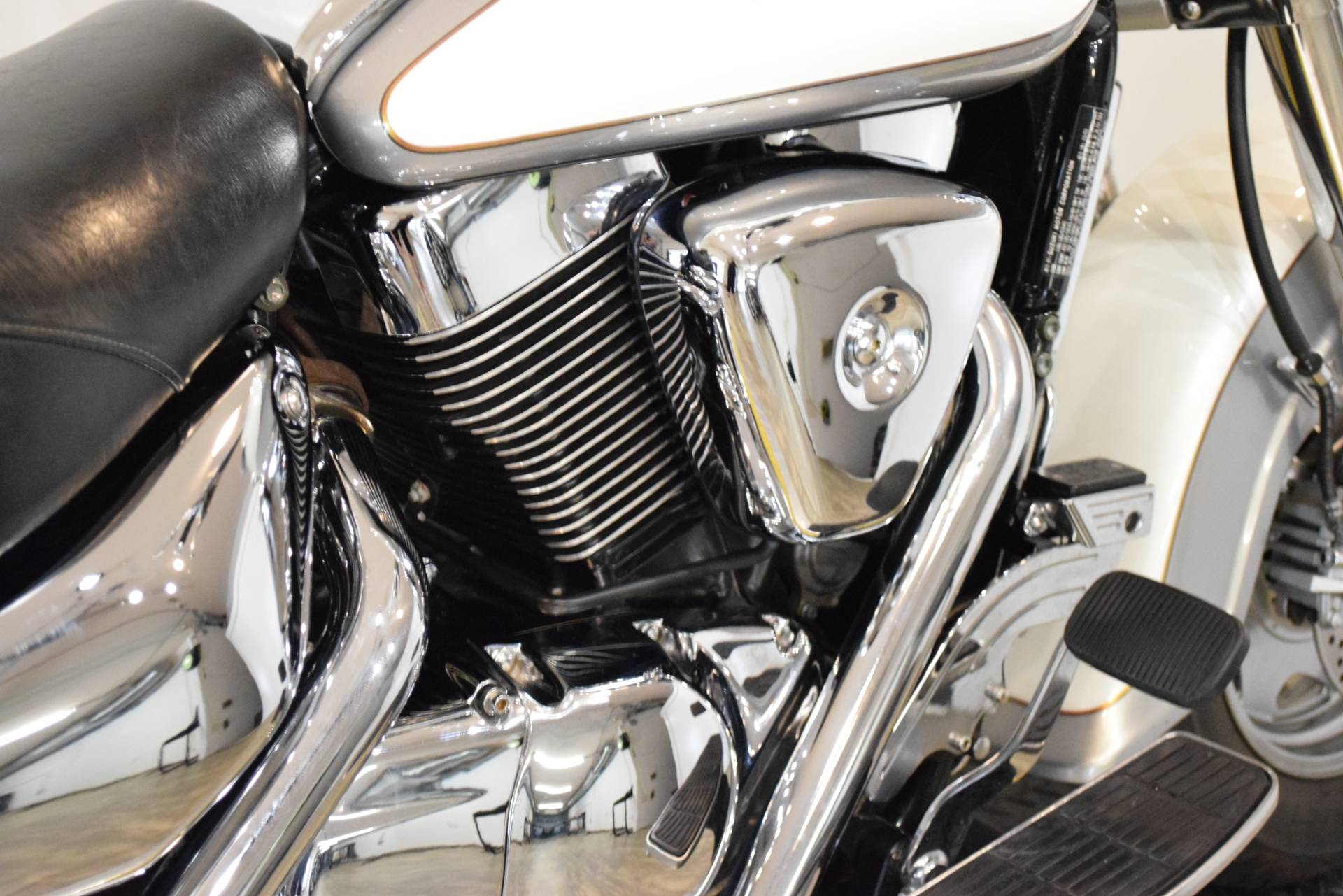 2004 Suzuki Intruder 1500LC in Wauconda, Illinois - Photo 7