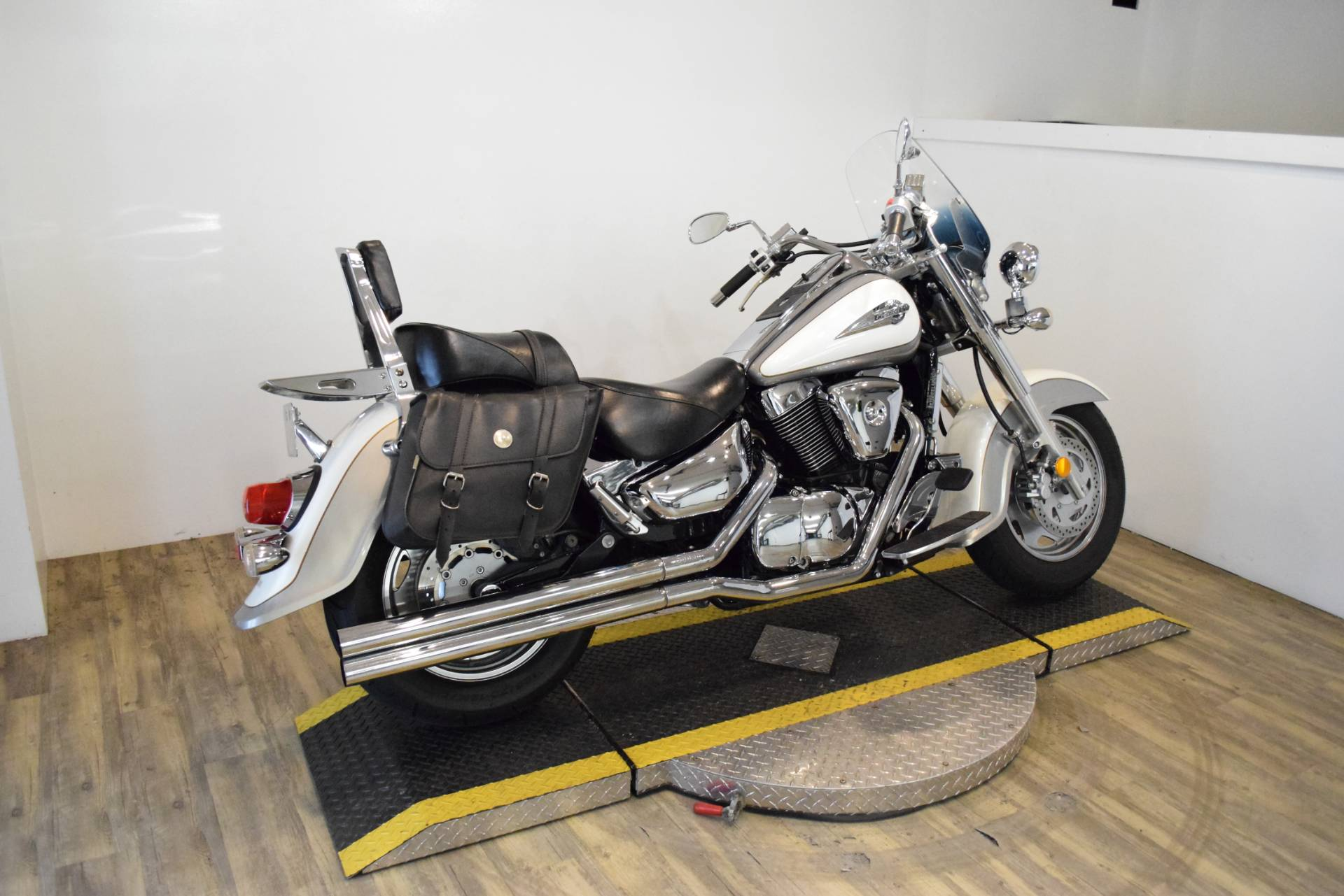 2004 Suzuki Intruder 1500LC in Wauconda, Illinois - Photo 11