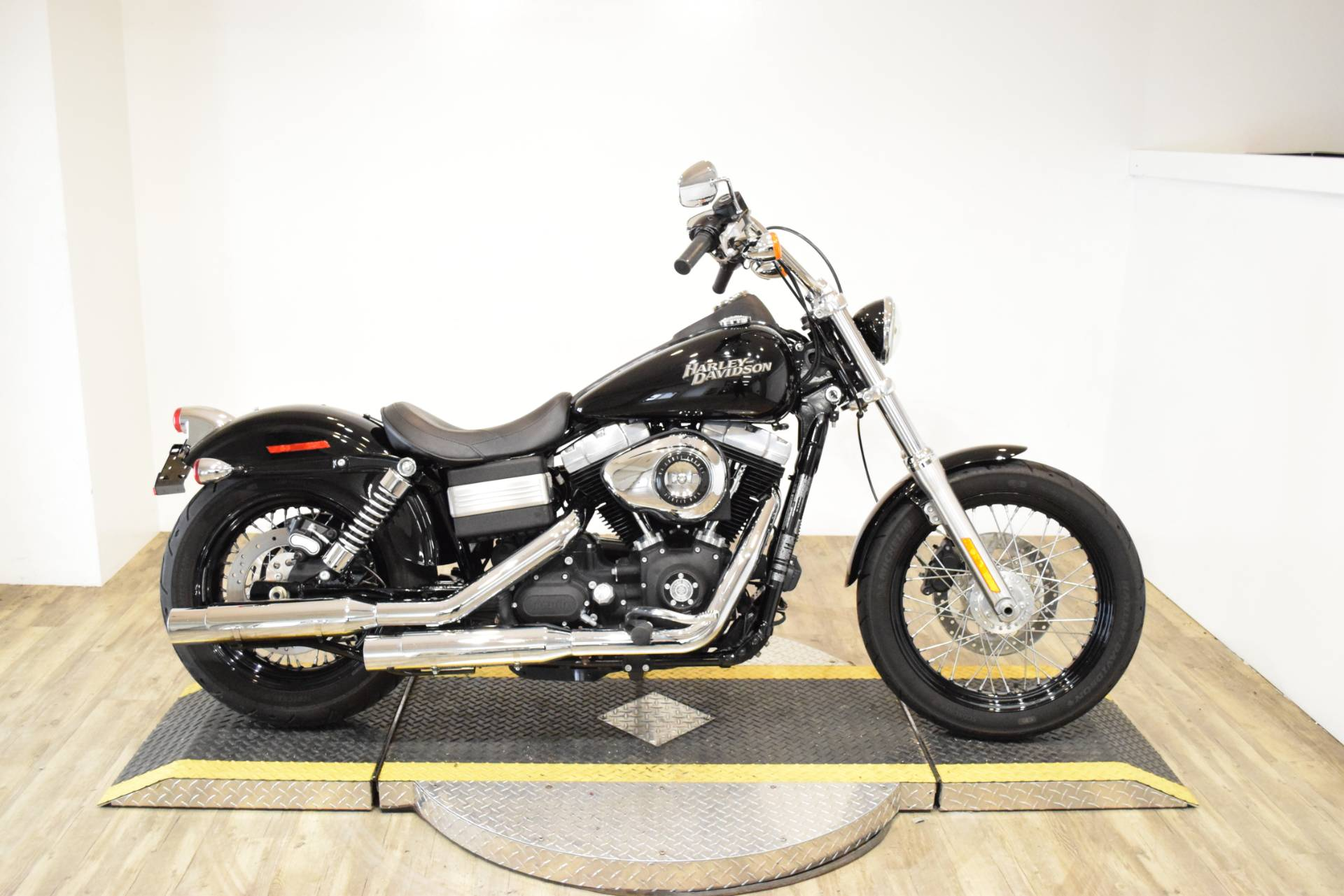 2011 Harley-Davidson Dyna® Street Bob® in Wauconda, Illinois - Photo 1