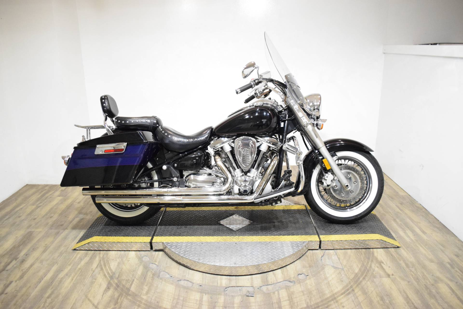 2001 Yamaha Road Star Silverado in Wauconda, Illinois - Photo 1