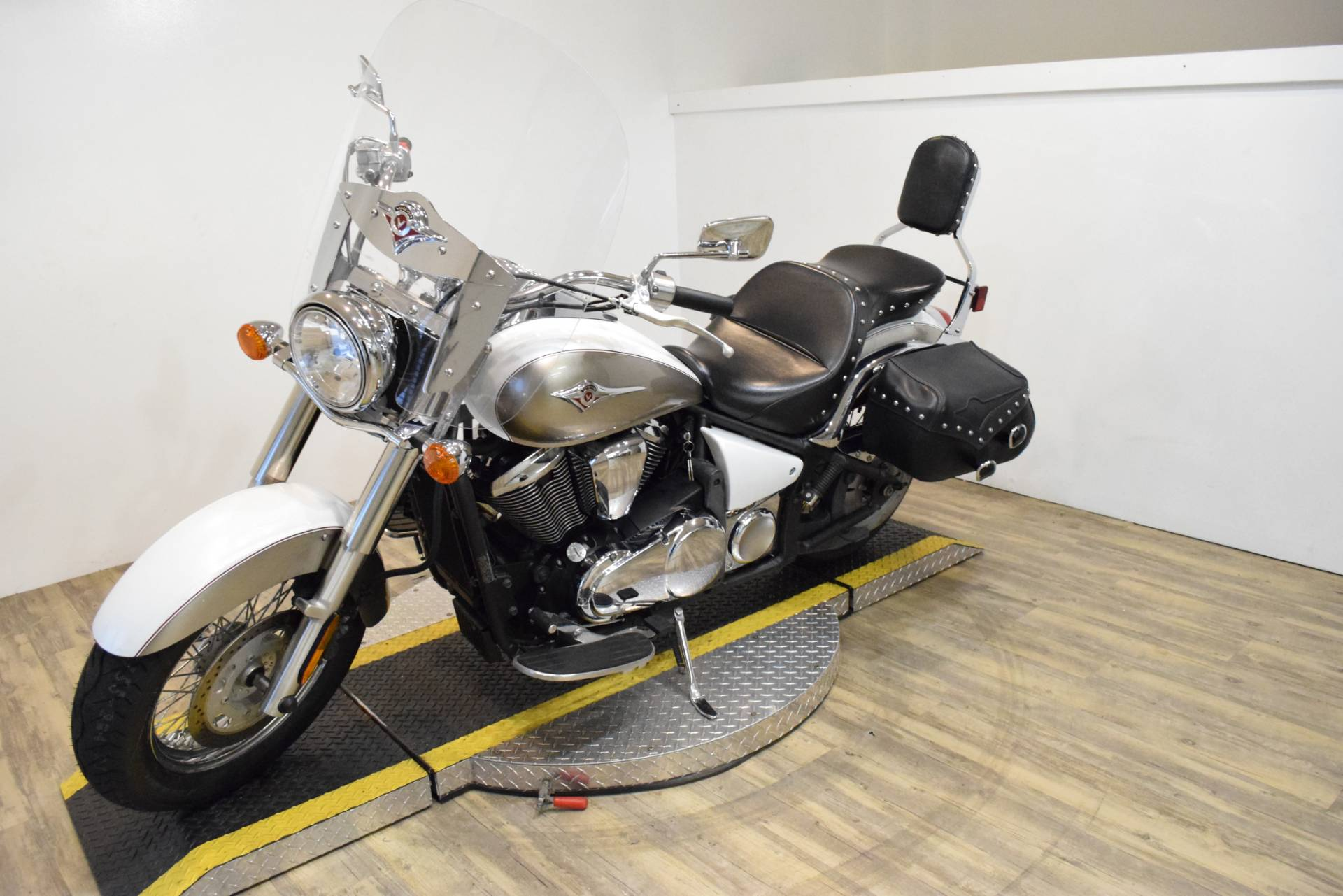 2008 Kawasaki Vulcan® 900 Classic LT in Wauconda, Illinois - Photo 24