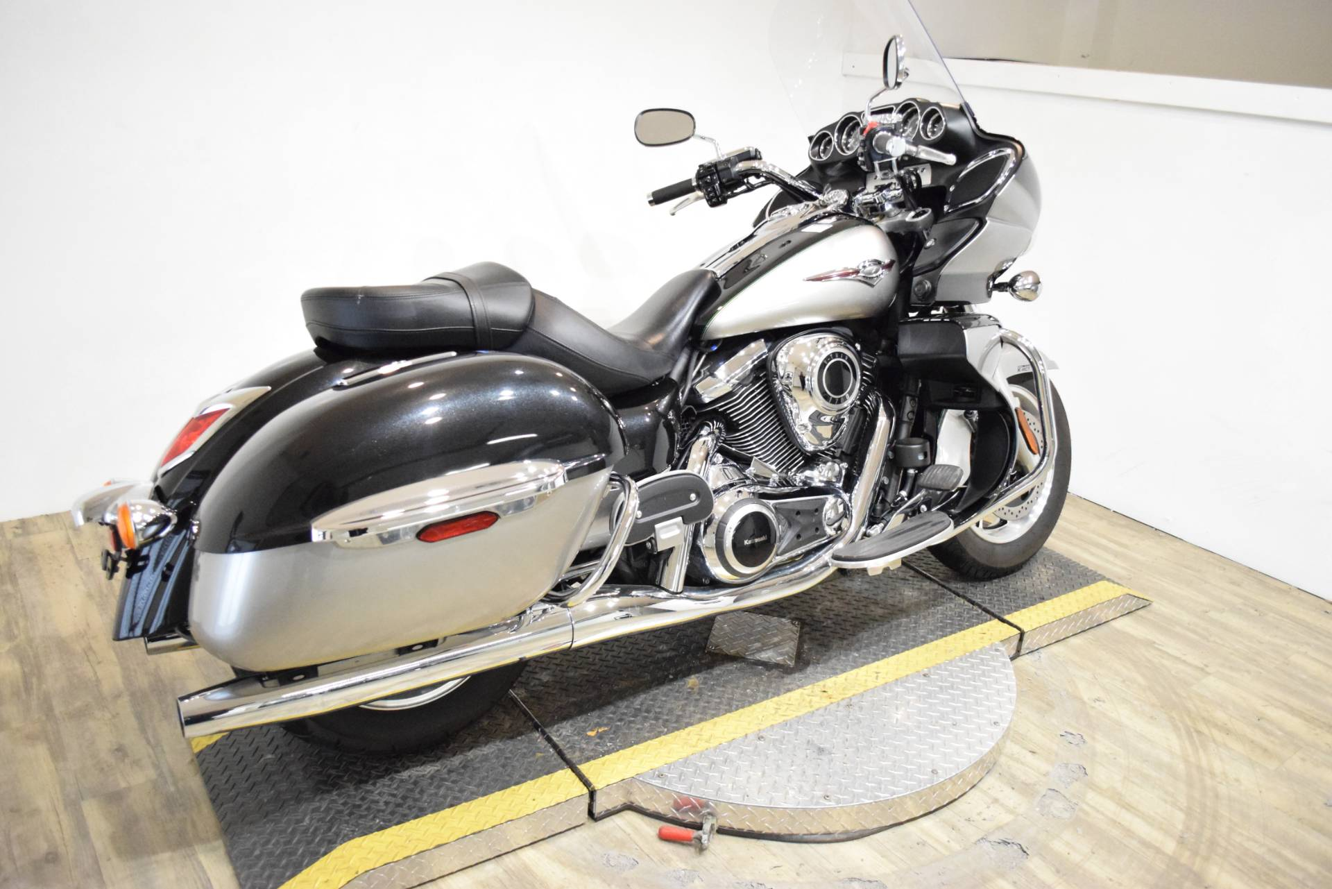 2016 Kawasaki Vulcan 1700 Voyager ABS in Wauconda, Illinois - Photo 9