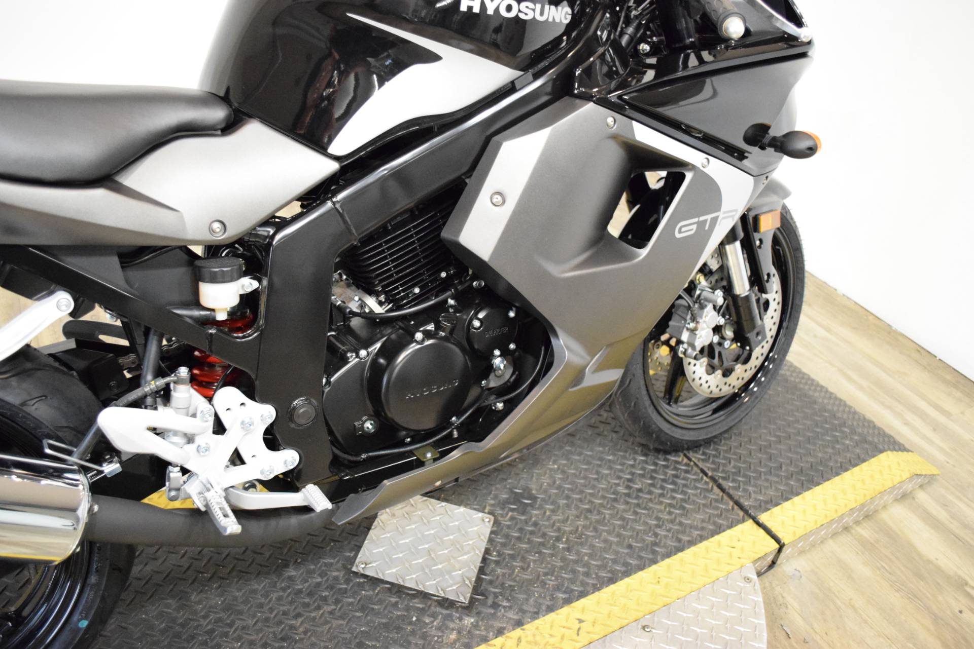 2016 Hyosung GT250R in Wauconda, Illinois - Photo 7