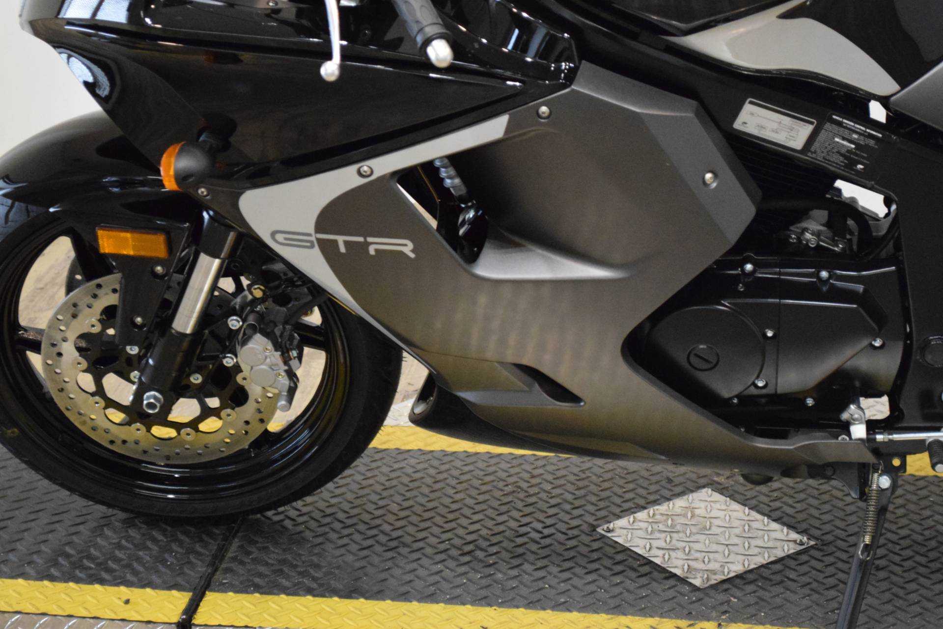 2016 Hyosung GT250R in Wauconda, Illinois - Photo 18