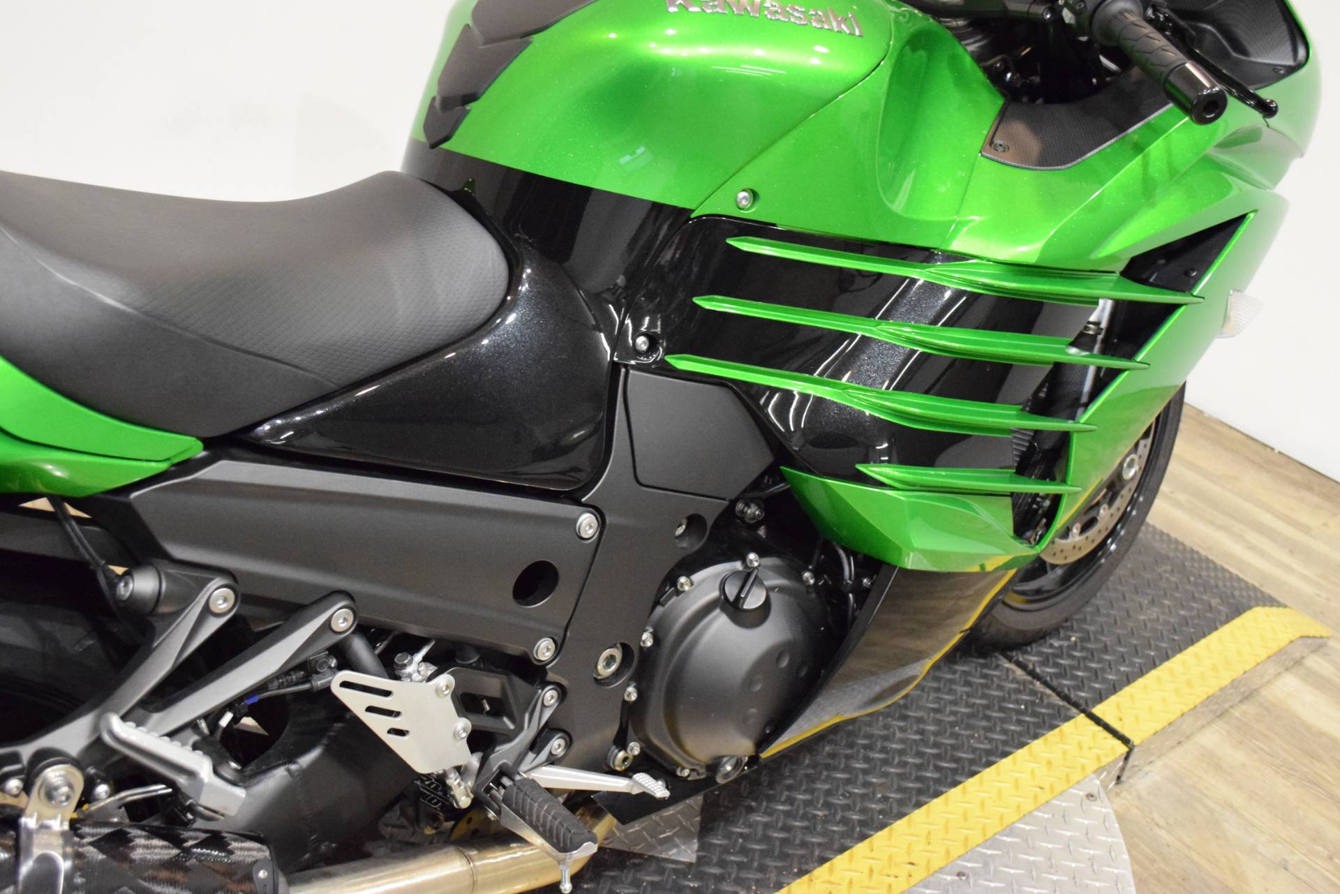 2017 Kawasaki Ninja ZX-14R ABS SE in Wauconda, Illinois - Photo 7